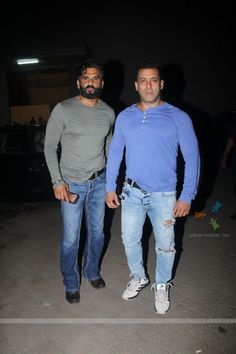 Salman Khan Snapped with Sunil Shetty!