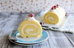 Classic Vanilla Swiss Roll Cake (雲呢拿瑞士卷蛋糕) is a popular treat in Asian Bakeries.  With this recipe, you can easily make it at home now.