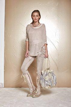 DANIELA DALLAVALLE - Lookbook #collection #woman #PE17 #elisacavaletti #danieladallavalle #boots #trousers #bag #shirt #necklace