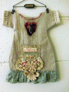 "inspirationlane: "" (via I Wanna Wear Sandals / lifeofburbank: french dress (by Lilla) on imgfave) "" Textiles, Mini Robes, Diy Dress, Little Dresses, Fabric Art, Fabric Books, Textile Art, Altered Art, Wearable Art"