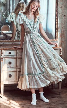 hippie outfits 652177589776152787 - Bohemian fashion dress, retro style, hippie outfits Source by cayronjoelle Lolita Fashion, Boho Fashion, Vintage Fashion, Petite Fashion, Old Fashion Dresses, Fashion Outfits, Pretty Dresses, Beautiful Dresses, Awesome Dresses