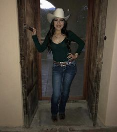 Her ig hats for women, cowboy hats, fashion, moda, western Cute Cowgirl Outfits, Cowboy Boot Outfits, Country Style Outfits, Rodeo Outfits, Sexy Cowgirl, Western Outfits, Western Wear, Cute Outfits, Cowgirl Tuff
