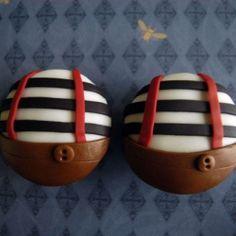 A cupcaked interpretation of Alice in Wonderland's Tweedledee and Tweedledum.