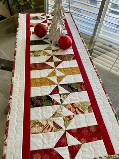 Quilted Table Runners Christmas, Christmas Runner, Table Runner And Placemats, Quilted Table Runner Patterns, Xmas Table Runners, Patchwork Table Runner, Modern Table Runners, Christmas Placemats, Christmas Sewing