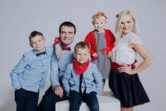 Rodzinna sesja zdjęciowa w studio – Warszawa – Ania Mioduszewska Fotografia Family Photo Studio, Studio Family Portraits, Family Photos, Couple Photos, Family Photography, Studios, Ruffle Blouse, Couples, Women