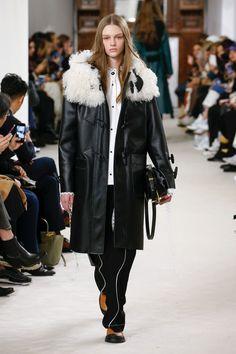Loewe | Ready-to-Wear - Autumn 2018 | Look 16