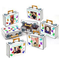 koffer met foto en handjes met meer foto