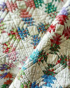 Pineapplelogcabin quilt~~~♡♡♡ #quilt #quiltblanket #pachwork #handquilting #sewing #hobby #feedsack #handmade