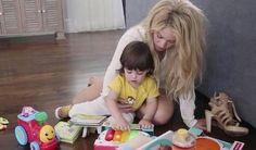 Shakira brincando com Milan. Shakira jugando con Milan. Shakira playing with Milan. #ShakiraBrasil #Shakira #Milan