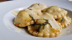 Leckere Ravioli selber machen, mit einem original italioenischem Nudelteig-Rezept und einer Pilzfüllung.