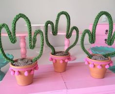 Cactus Centerpiece, Party Centerpieces, Diy Party Decorations, Diy And Crafts, Crafts For Kids, Party Fiesta, Llama Birthday, Mexican Party, 1st Birthday Parties