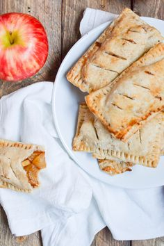 These gluten-free vegan apple hand pies are a delicious fall treat! They're extremely portable - which means no plates or forks needed here! One bite of these gluten-free vegan apple hand pies and you will be smitten! They actually almost remind me of the Easy Gluten Free Desserts, Gluten Free Baking, Vegan Gluten Free, Gluten Free Recipes, Dairy Free, Vegan Recipes, Eggless Recipes, Vegan Baking, Vegan Desserts