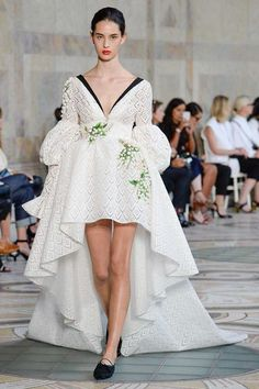 http://www.vogue.com/fashion-shows/fall-2017-couture/giambattista-valli/slideshow/collection
