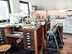 The goldsmith workshop is open! Kitchen Cart, Workshop, Desk, Furniture, Home Decor, Atelier, Desktop, Decoration Home, Room Decor