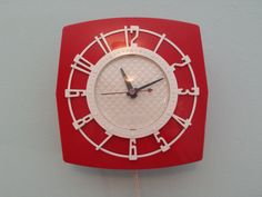 SPARTUS Plastic WALL CLOCK red and white mid century modern outstanding condition 1950s vintage