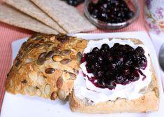 Léčivá aronie: jeřabiny s kořením, čaj, zavařené plody. likér | Zahrádkář Pie, Desserts, Food, Torte, Tailgate Desserts, Cake, Deserts, Fruit Cakes, Essen