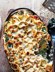 Ricotta and kale cannelloni - This ricotta and kale cannelloni is an easy vegetarian option. It freezes well too, so make a batch and freeze for later. via olive magazine Olive Recipes Vegetarian, Vegetarian Cooking, Vegan Recipes, Cooking Recipes, Kale Recipes, Meatless Recipes, Recipies, Pot Pasta, Pasta Dishes