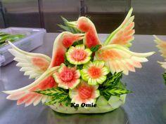 Carving Watermelon Carving Easy, Watermelon Art, Fruit Centerpieces, Fruit Arrangements, Apple Decorations, Food Decoration, Veggie Display, Buffet, Fruit Sculptures