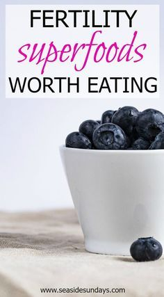 Trying to get pregnant? Struggling with infertility? This list of fertility superfoods will help you revamp your diet and get your body in optimal shape for conceiving. Do you know what to eat to get pregnant? This fertility diet worked for me! Give your fertility a boost with this eating plan that will help PCOS, egg quality and unexplained infertility. Get your free 5-day meal plan! Get some fertility tips to help you achieve your goal of getting pregnant and conceiving.