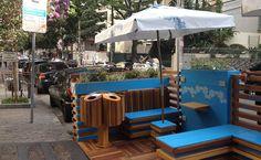 """Os """"parklets"""" estão tomando as ruas paulistanas. Instituídos por lei em abril do ano passado, os espaços se tornaram os queridinhos de bares e restaurantes e podem somar 32 em breve."""