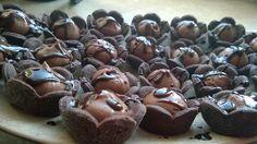 kruche babeczki w kształcie kwiatków Muffin, Breakfast, Food, Morning Coffee, Essen, Muffins, Meals, Cupcakes, Yemek