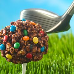 Score a hole in one with Double Chocolate Popcorn Balls for Father's Day! Dad will sure love these homemade treats! Popcorn Snacks, Popcorn Recipes, Dessert Recipes, Pop Popcorn, Gourmet Popcorn, Desserts, Chocolate Popcorn Balls Recipe, Chocolate Covered Popcorn, Kid Friendly Meals