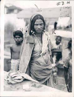 Dalit or Untouchable Woman of Bombay (Mumbai) according to Indian Caste System - 1942 - Old Indian Photos