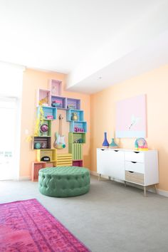 old room makeover The rainbow is in full effect with a DIY crate storage wall! Unicorn Room Decor, Unicorn Bedroom, Unicorn Rooms, Wood Crate Shelves, Wood Crates, Rainbow Bedroom, Rainbow Room Kids, Architecture 3d, Home Modern