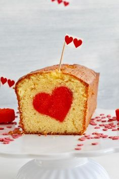 Herzkuchen zum Valentinstag von Not only for Valentine's Day, the heart cake is a great surprise Cupcakes, Cookies Cupcake, Valentines Day Dinner, Valentines Day Desserts, Food Cakes, Heart Cakes, Savoury Cake, Clean Eating Snacks, Diy Food