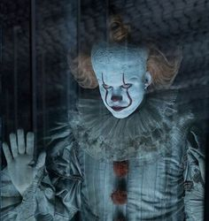IT Chapter 2 Forgets What Made Pennywise So Scary Clown Pennywise, Pennywise Film, Pennywise The Dancing Clown, Pennywise Poster, Two Movies, It Movie Cast, Scary Movies, Geek Movies, Bill Skarsgard Pennywise