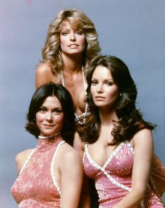 Charlie's Angels Kate Jackson Farrah Fawcett Jaclyn Smith all in red sparkling gowns Kate Jackson, Jaclyn Smith, Farrah Fawcett, Old Tv Shows, Vintage Tv, Joan Crawford, Film Serie, My Childhood Memories, Corpus Christi