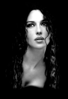 Monica Bellucci - Belle Morte in the Anita Blake series. OMG to imagine her with Francois Arnaud as Jean Claude. i think my brain would pop like a balloon Monica Bellucci, Most Beautiful Women, Beautiful People, Beautiful Lips, Beautiful Pictures, Anita Blake, Italian Actress, Italian Beauty, Foto Art