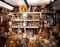 Britain,asquiths teddy  bear shop, henley on thames
