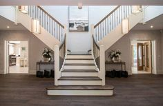 A split staircase is meant for a grand entranceway.
