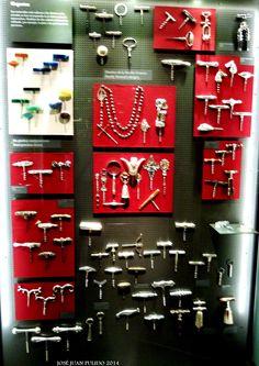 Elegantes. De materiales valiosos: plata y piedras preciosas. Elegant. Silver and precious stones