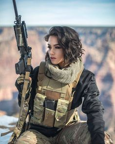 Amazing WTF Facts: Military Girls Wallpaper - Women in the Military Photo - Girls and Guns - Tactical Girls Vans Girls, Mädchen In Uniform, Plate Carrier, Female Soldier, Army Soldier, Military Girl, Warrior Girl, Military Women, Action Poses