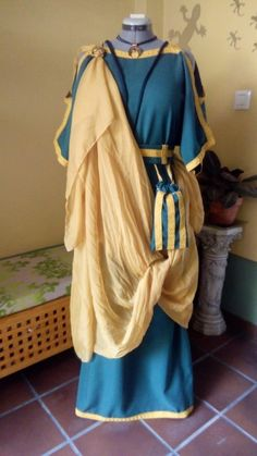 (this one's very thick! Ancient Roman Clothing, Greek Clothing, Medieval Clothing, Historical Costume, Historical Clothing, Persephone Costume, Roman Hairstyles, Biblical Costumes, Roman Dress