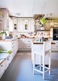 39 Cozy Scandinavian Country Kitchen Design - Any More Decor Swedish Kitchen, New Kitchen, Kitchen Decor, Kitchen White, Kitchen Ideas, Warm Kitchen, White Kitchens, Kitchen Paint, Beautiful Kitchens