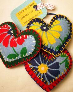 Cute DIY puffy heart ornament craft with felt and vintage fabrics. #handmade #hearts