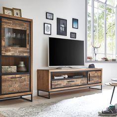 Holz liegt voll im Trend! In diesem Jahr geht nichts über charmante Holzfronten und einzigartiges Design. We 💚🌳 Sofas, Nature, Furniture, Home Decor, Counter Height Stools, Timber Wood, Homes, Couches, Naturaleza