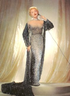 Marlene Dietrich: The Last Goddess: Studies in Light and Dark Marlene Dietrich, Sparkle Gown, Hollywood Costume, Vegas Style, Vintage Gowns, Fashion Tips For Women, Hollywood Glamour, Fashion Sketches, Light In The Dark