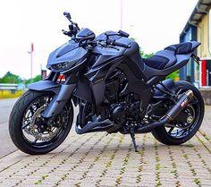 Naked.  Via : @riicaardo_augustoo  #Kawasaki #Z1000 #SuperbikeLove