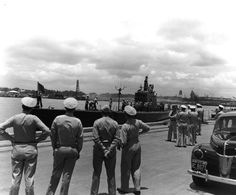 US Navy Adms R. English & C. Nimitz at Pearl Harbor, Hawaii, United States as USS Trout returned with 2 POWs from the sunken Japanese cruiser Mikuma, 14 Jun 1942. (US National Archives)