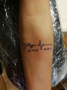 Baby Feet Tattoos, Daddy Tattoos, Father Tattoos, Little Tattoos, Small Tattoos, Bodysuit Tattoos, Cute Tattoos With Meaning, Dope Tattoos For Women, Tatouage Rip