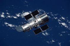 Il 24 aprile 1990 lo Space Shuttle Discovery venne lanciato nella missione STS-31. Nella sua stiva trasportava un carico davvero speciale, il telescopio spaziale Hubble. Il giorno dopo esso venne posizionato nella sua orbita, a poco più di 550 chilometri di altitudine. Leggi i dettagli nell'articolo!