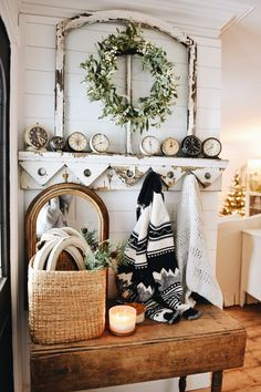 Cozy Farmhouse Christmas Entryway I can't believe next week is Christmas & I failed to share our full Christmas decor tour with you Christmas Entryway, Farmhouse Christmas Decor, Christmas Christmas, Simple Christmas, Country Decor, Rustic Decor, Country Style, Rustic Table, Vintage Decor