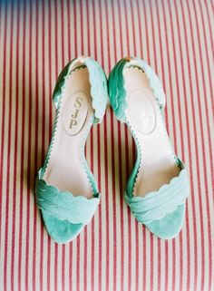 Mint Sarah Jessica Parker shoes: http://www.stylemepretty.com/destination-weddings/2014/10/10/whimsical-maui-destination-wedding-at-merrimans/ | Photography: Jana Morgan - http://janamorgan.com/