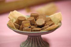 Center är en klassisk chokladbit som glädjande nog inte är speciellt svår att få till hemma. Kanske ditt nästa helgprojekt?