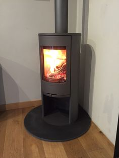 The brand new Contura 510 Style recently fitted into our Monmouth showroom – Freestanding fireplace wood burning Corner Log Burner, Corner Wood Stove, Tiny Wood Stove, Wood Burning Logs, Modern Wood Burning Stoves, Modern Dining Room Lighting, Modern Paint Colors, Stoves For Sale, Living Tv