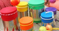 L'altre dia vam estar provant de construir instruments musicals. Vam agafar llaunes (sense la tapa superior) i globus, als quals vam ta...